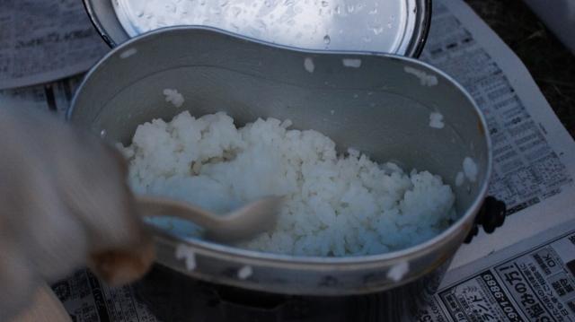キャンプでのお米の炊き方!レトルト食品が便利!