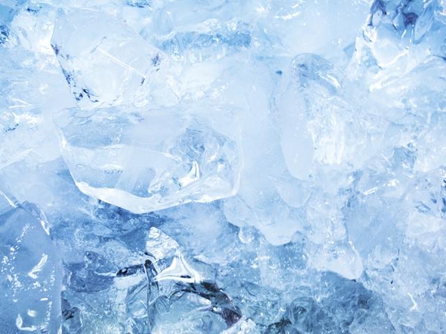 クーラーボックスを利用する時に便利な氷の作り方って?