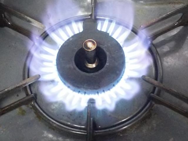 コンロの火がつかない原因は!?水?電池?それとも汚れ?