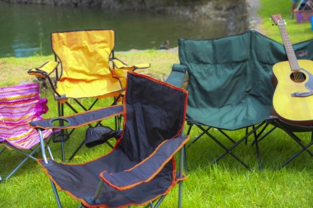 キャンプにはコールマンの椅子を!折りたたみ方式と収束式