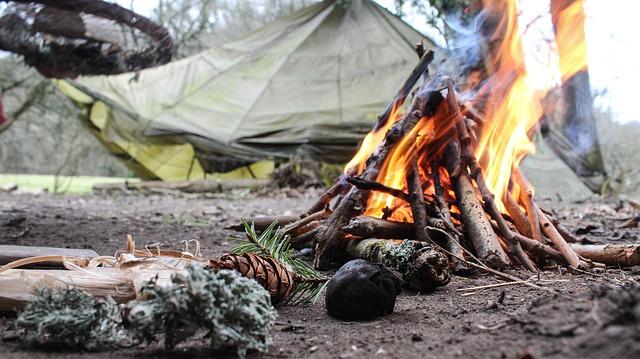 スノーピークのタープで焚き火はできる?焚き火台って何?