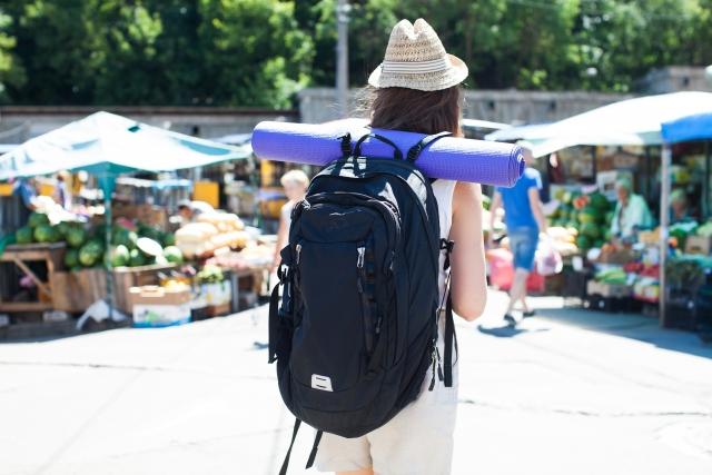 バックパックのカバーは飛行機で荷物を預けるときに必要?