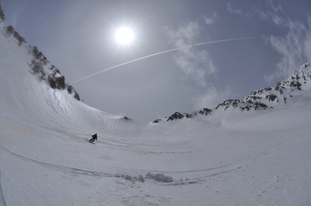 立山でバックカントリー!新雪を滑るなら11月がおすすめ
