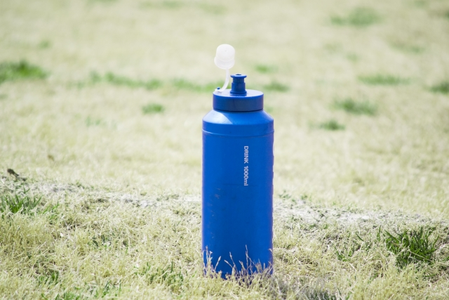 キャメルバックボトルで水分補給!ボトルケージとの相性は?