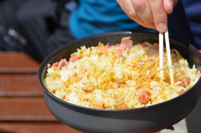 キャンプでストウブ鍋による炊飯!4合で美味しく炊く!