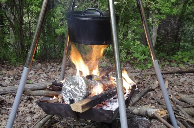 ダッチオーブンで作る無水カレーでキャンプ料理を堪能しよう