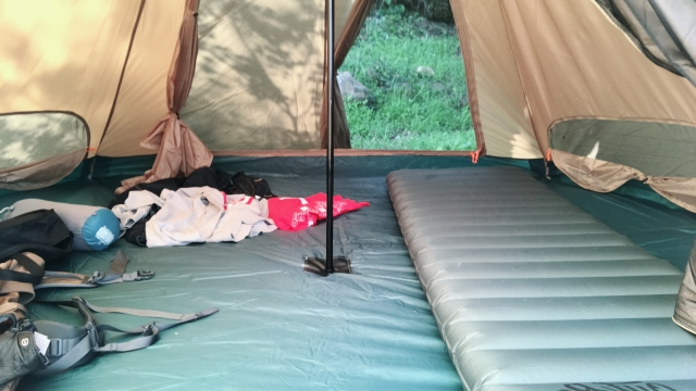 モンベルのエアマットが野宿に良し!修理キット付きで安心!