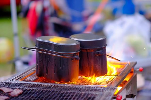 キャンプで簡単に作れる料理と便利な調理用グッズをご紹介!