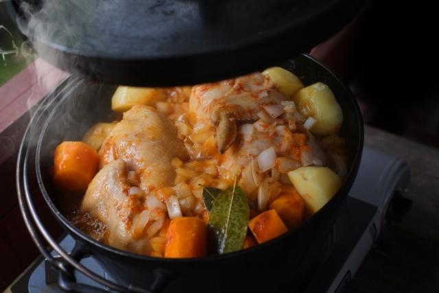 キャンプ料理のイベント!みんなで鍋料理を作るのがおすすめ