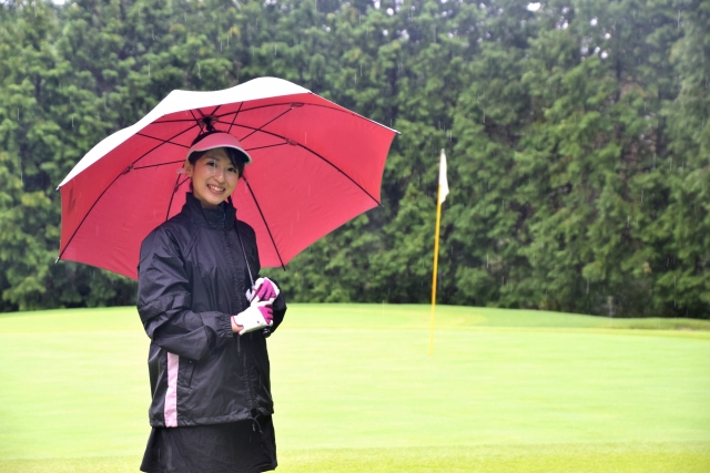 モンベルのゴルフ用レインウェアで雨の日も快適にプレイ!