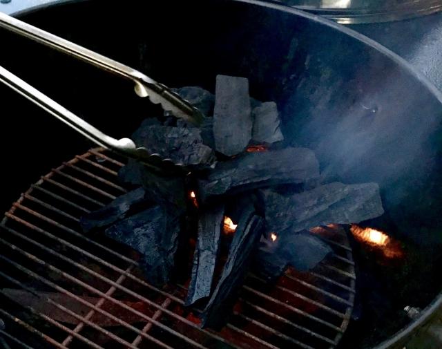 バーベキューの火起こしは炭の組み方が重要!コツを伝授!