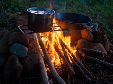 キャンプでの焚き火には焚き火台がマスト!おすすめ製品紹介