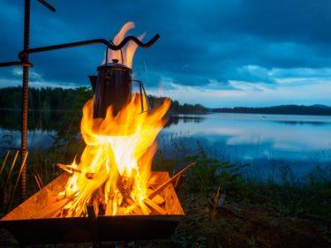 キャンプに行ったら焚き火しよう!どんな道具が必要になる?