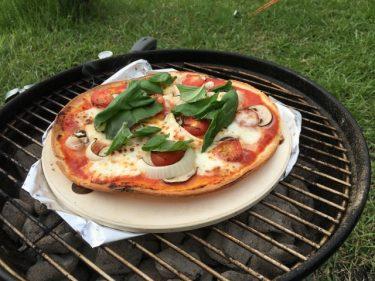 キャンプで本格派!?バーベキューコンロでピザを焼こう!