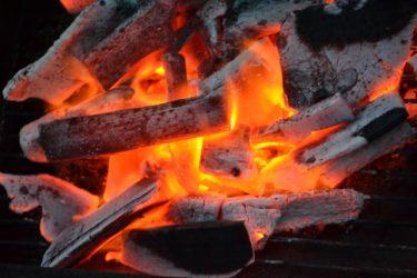 バーベキューの準備を簡単に!木炭の火起こし方法をご紹介!